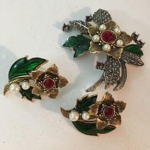 Vintage AVON Holiday Poinsettia Earring Brooch Set